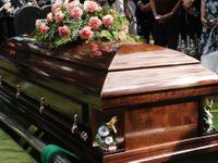 V rakvi byl cizí nebožtík. Změnila ho smrt, tvrdil hrobník