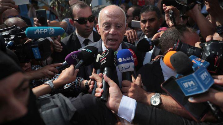 Tuniské prezidentské volby vyhrál profesor Saíd. Porazil mediálního magnáta Karúího