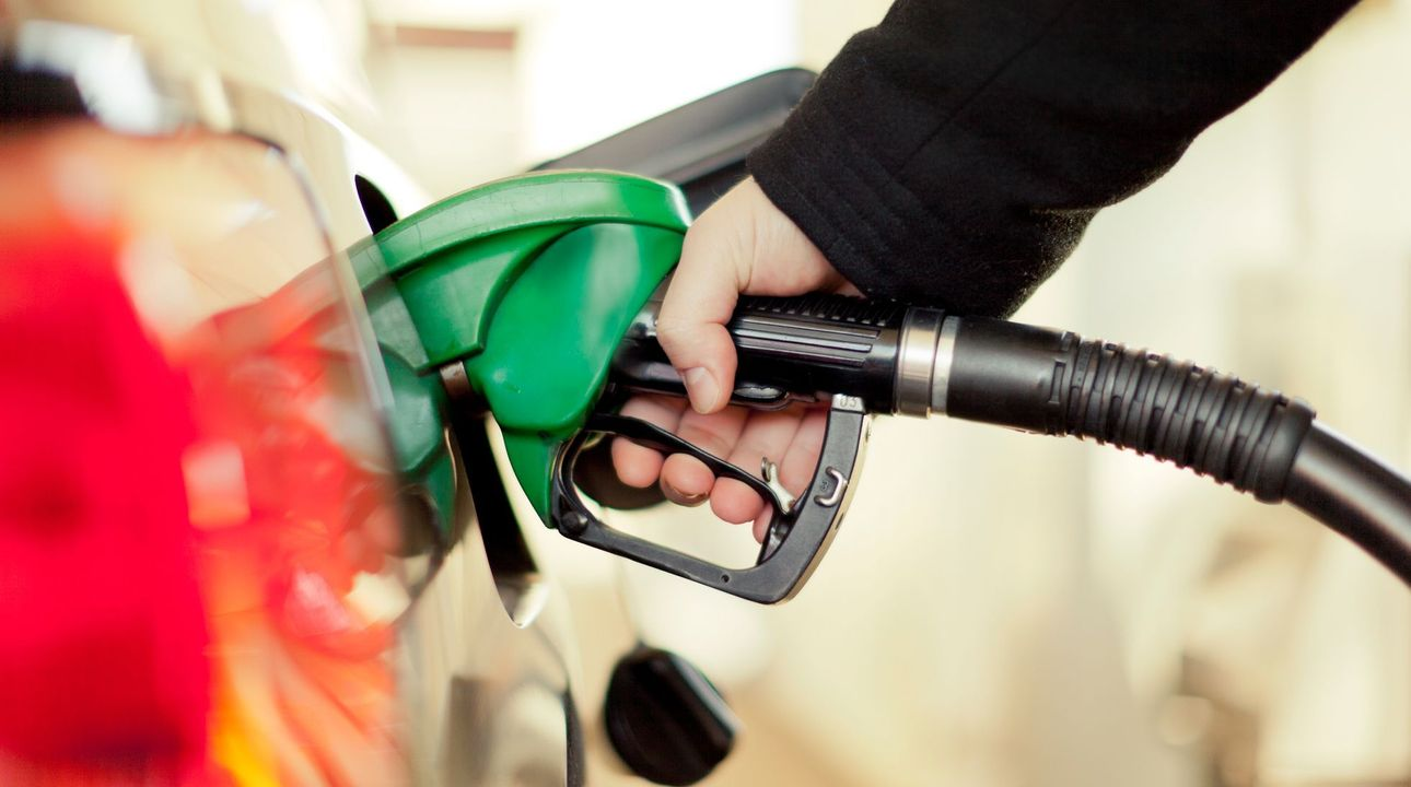 Ceny pohonných hmot minulý týden výrazně klesly. Litr benzinu průměrně stojí 31 korun