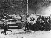 On-line: Výročí vpádu vojsk Varšavské smlouvy. Ptejte se historika na temnou kapitolu našich dějin