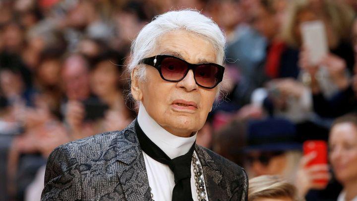 Zemřel Karl Lagerfeld. Slavnému návrháři a řediteli Chanelu bylo 85 let