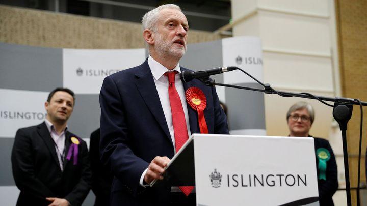 Corbyn: Má spolupráce s StB? Naprostý nesmysl, jen si pár mediálních magnátů zahrálo na Jamese Bonda