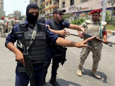 Útok na mešitu v Egyptě má 200 obětí. Džihádisté ji obklíčili, aby k ní nemohli záchranáři