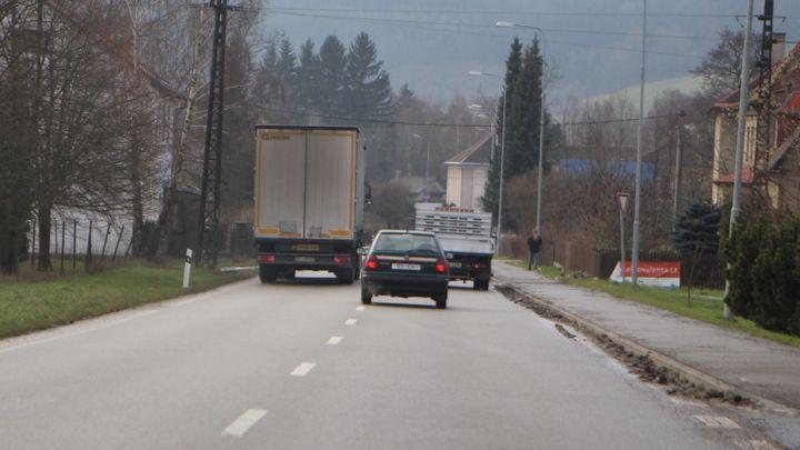 Nejhorší silnice v Česku. Našli jsme čtrnáct pastí na řidiče