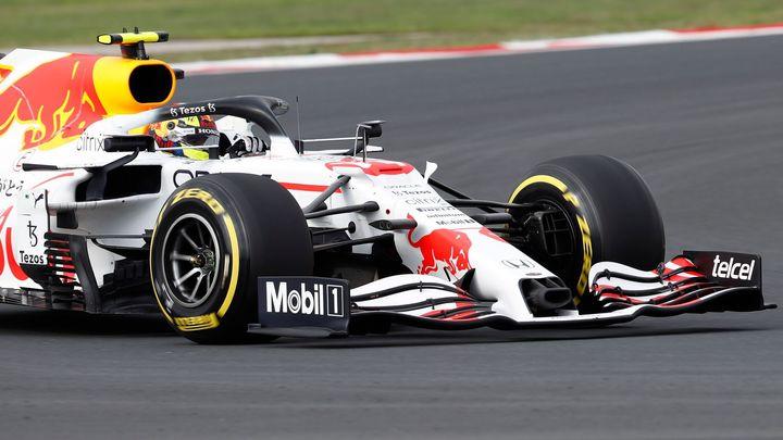 V Turecku na mokré trati vede Bottas, stíhá ho Verstappen; Zdroj foto: Reuters