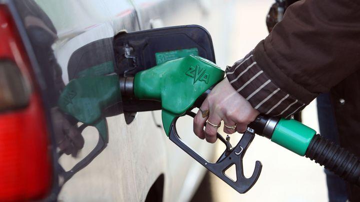 Ropa i pohonné hmoty zlevňují, marže pumpařů rostou