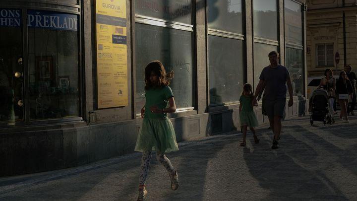 Recenze: Pražské snímky Davida Gaberleho ukazují, že i banální se může proměnit v jedinečné