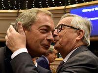 Živě: Co tu děláte? Nechtěl jste pryč? ptal se Juncker europoslance Farage