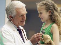 Nemusíte se vším k lékaři, doktor na internetu vám poradí, medicína tam je jiný svět, říká Fischer