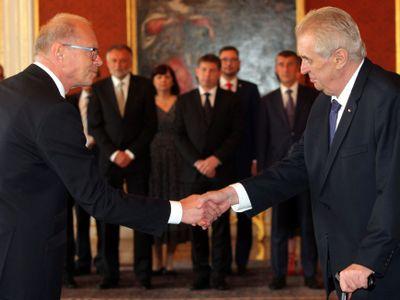 Zeman jmenoval Pilného ministrem financí. Babiš toho dokázal nejvíc, ale stal se obětí závisti, řekl
