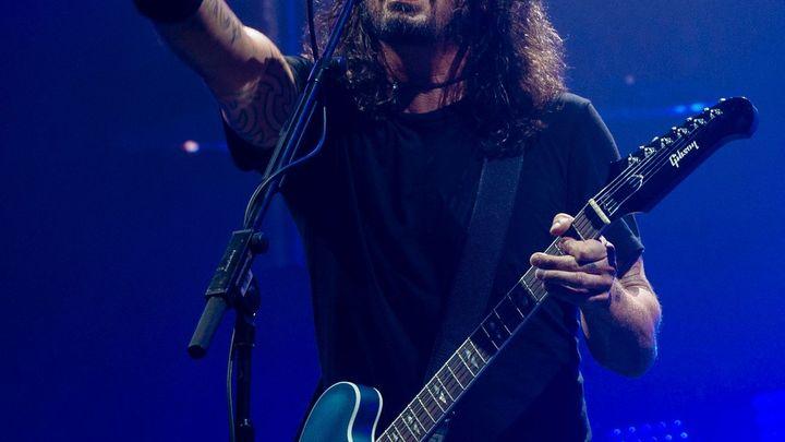 Obrazem: Radost a nadšení Foo Fighters pořád dokáže strhnout celou halu. I tu pražskou