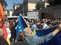 Živě: Merkelová je v Praze. Musí pryč, islám v Evropě nechceme, skandují demonstranti