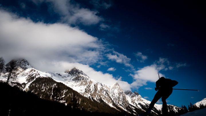 Úchvatné scenérie, bábovka mezi lyžemi i vousatí sjížděči. To byl biatlonový leden