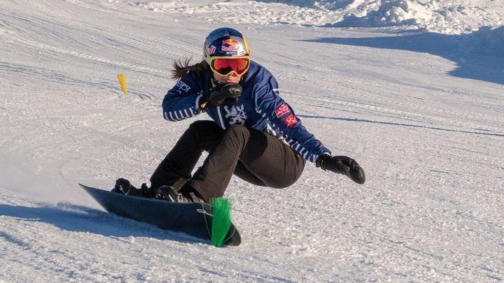 Samková se v tréninku snowboardcrossařek rozsekala, pak ale ovládla kvalifikaci