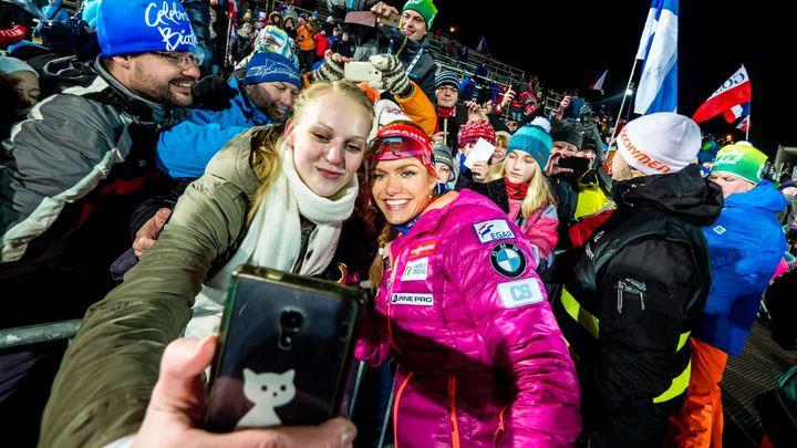 Selfie s Koukalovou i špatná stojka. To byl sprint biatlonistek na Vysočině