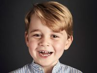 Rozesmátý George slaví čtvrté narozeniny. Královská rodina se pochlubila novým portrétem prince