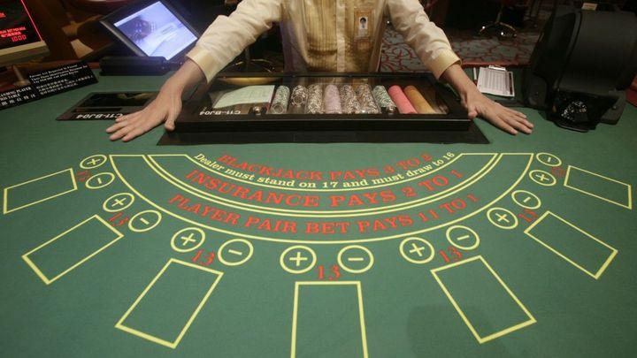 V kasinech bude muset být krupiér neustále, plánuje úřad
