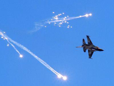 Nečekaná krize v Sýrii. Rusko zuří a slibuje Izraeli odplatu za sestřelený letoun