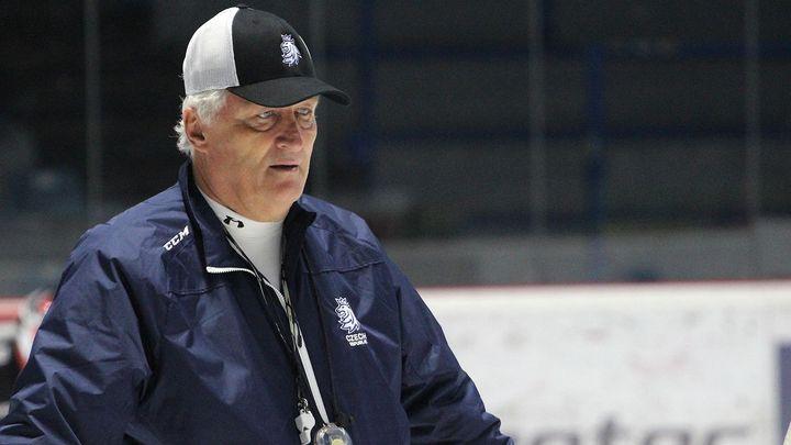 Hokejová reprezentace je bez trenéra, Říha skončil v nemocnici
