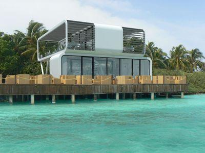 Ekologický panelový domek nainstalují za pár minut. Stát může na pláži i vysoko v horách