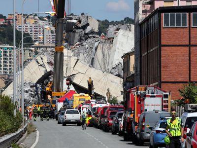 Počet obětí v Janově stoupl na 42, italský správce dálnic zatím nevidí důvod k omluvě