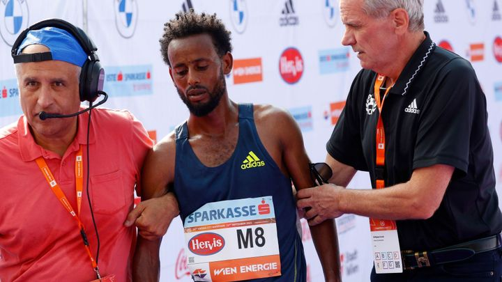 Etiopan slavil maratonské vítězství a 15 000 eur jen hodinu. Měl příliš tlusté boty; Zdroj foto: Reuters