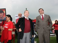 Ex-President Havel and Deputy Prime Minister Vondra during last June´s happening in downtown Prague, where supporters of free Burma celebrated the 63rd birthday of Aung San Suu Kyi, the leader of the National League for Democracy in Burma