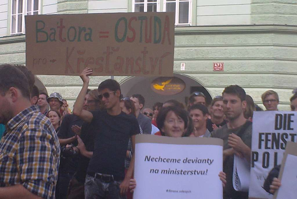 Demonstrace proti Bátorovi