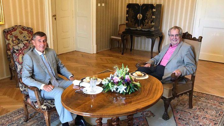Babiš se v úterý sejde se Zemanem v Lánech, budou řešit spor kolem ministra kultury