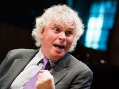 Sir Simon Rattle na zahájení sezony London Symphony Orchestra.