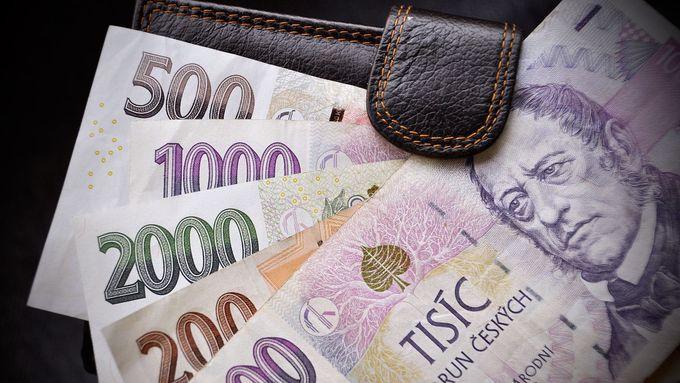 """Kolik stojí zadarmo. Jaké podmínky mají české banky u nabízených """"bezplatných"""" účtů"""