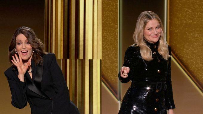 Moderátorky Tina Feyová a Ammy Poehlerová se objevily na podivně rozdělené obrazovce, která chtěla navodit falešný dojem.