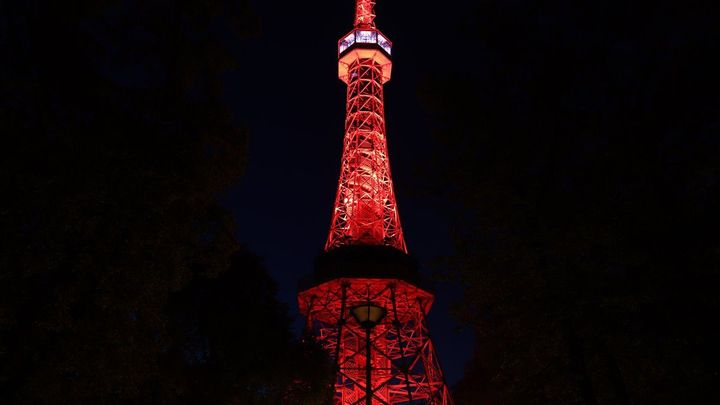 Foto: Petřínská věž se rozzáří v barvách svobody a možná i jako vánoční stromek