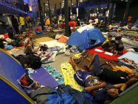 Stovky běženců nastupují v Budapešti do vlaků. Směr Mnichov