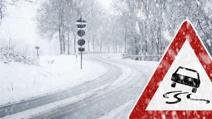 Jak s autem jezdit bezpečně na sněhu. Deset rad od experta