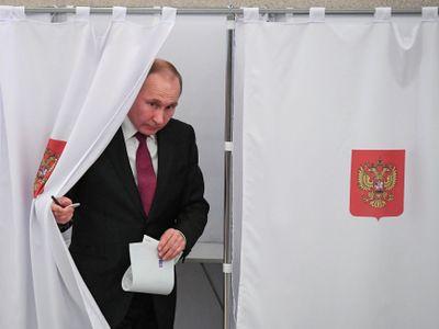 Putin vždycky používal cukr a bič, investoval a koupil si přátele, teď zbývá bič, říká Pazderka