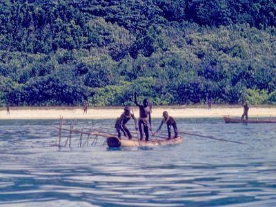 Mladý Američan chtěl navštívit izolovaný kmen. Domorodci ho napadli a zabili