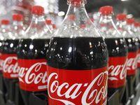 Coca Cola v Česku končí s dvoulitrovými lahvemi. Lidé je už podle firmy nechtějí