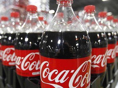 Coca-Cola v Česku končí s dvoulitrovými lahvemi. Poslední zmizí z pultů už v dubnu