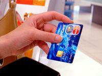 Platby kartou budou ještě bezpečnější. Zákon také zakáže obchodníkům poplatky
