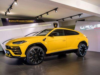 Foto: Nejrychlejší SUV světa je v Praze. Lamborghini Urus má i kouli na přívěs