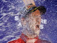 Šťastný Vettel, jiskření i manekýn Hamilton. To vše nabídla světla nad Marina Bay