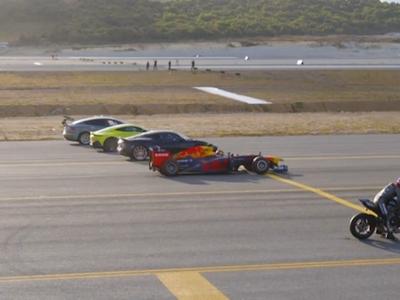 Proti sobě stíhačka, formule a motorka. Tipnete si, kdo vyhraje závod na čtvrt míle?