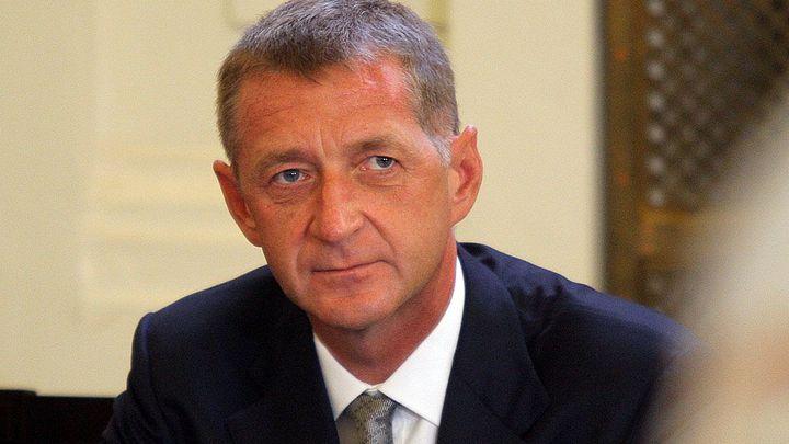 Soud znovu posuzuje Janouškovu žádost o obnovu procesu, předvolá manželku a terapeuta