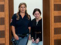 Policie zatkla vražedkyni propuštěnou kvůli těhotenství, stíhá ji pro křivé obvinění