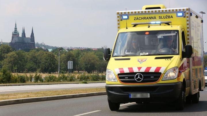 V Praze havarovaly blízko sebe dvě sanitky. Zkomplikovaly provoz v Plzeňské ulici