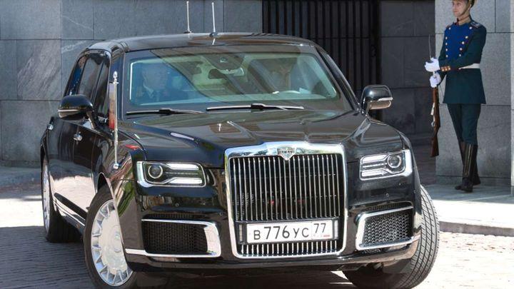 Vladimir Putin má nový luxusní koráb, na inauguraci ho přivezla v Rusku postavená limuzína
