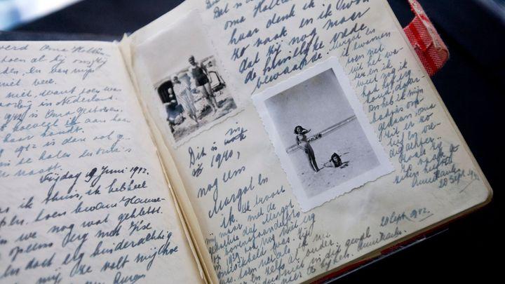 Experti rozluštili zakryté stránky deníku Anne Frankové. Obsahují sprosté vtipy i úvahy o prostituci