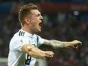 Němci si vítězným gólem v nastavení zachránili postupové šance, Belgie rozstřílela Tunisko