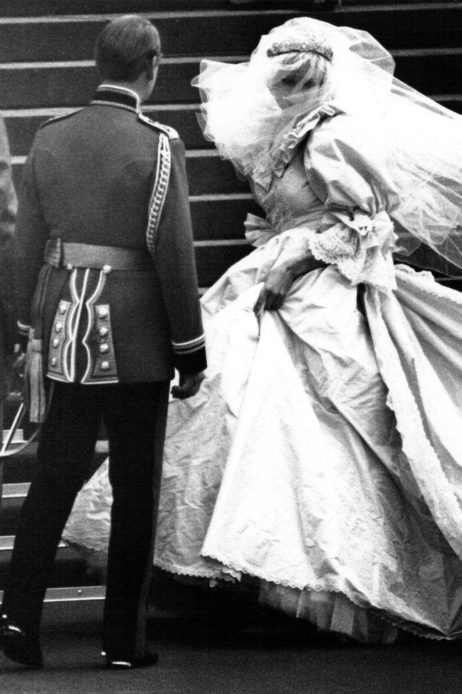 Nejkrasnejsi Svatebni Saty Kralovskych Nevest Jak Se Oblekly Zname